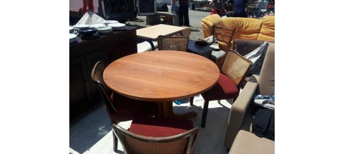 Vand masa cu 4 scaune