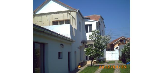 Vand vila Nufarul + garsoniera cu intrare separata din curte.