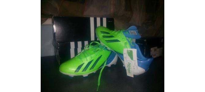 Vand ghete fotbal ( adidas ) 39 1/3 detalii in privat