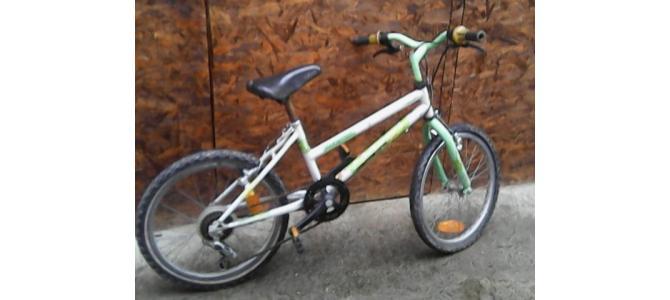 vand 2 biciclete pentru copii