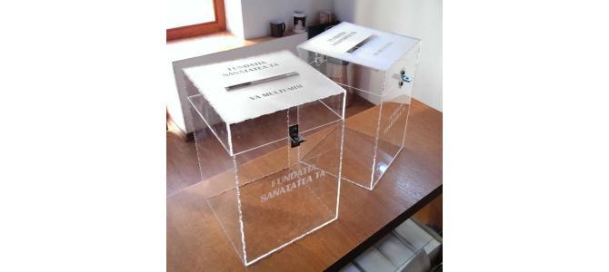 Cutii personalizate pentru donatii din plexiglas