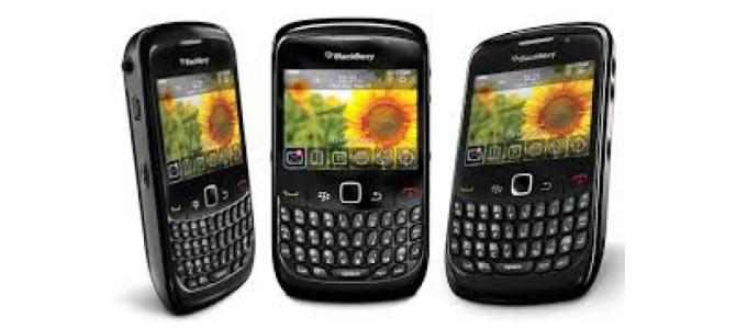 Vand telefon Blackberry 8520.