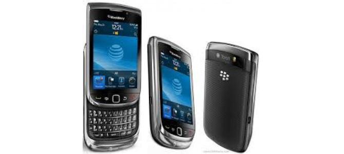 Vand telefon Blackberry 9800.