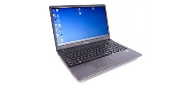 Vand laptop SAMSUNG NP300 E5A