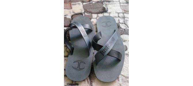 Vand sau schimb papuci-slapi  Just Cavalli