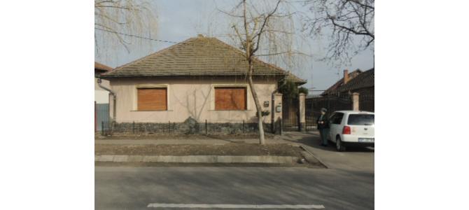 Vand casa cu 3 camere in Episcopia