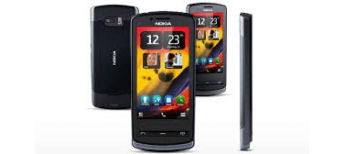 Vand telefon Nokia 700.
