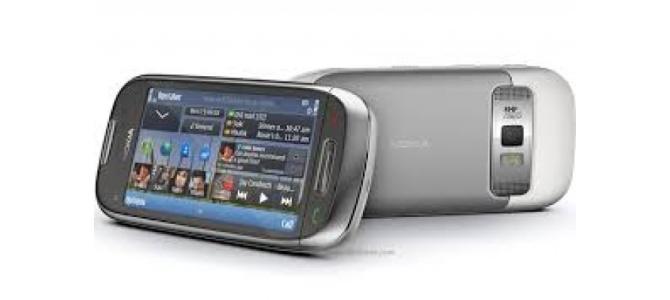 Vand telefon Nokia c7.