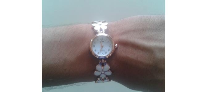 Vand Ceas de Mana tip Bratara Elegant cu Flori PRET 35 Lei. Ceasul este NOU. Pozele sunt Reale.