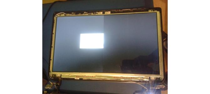 Vand Display LED SLIM 15.6 inch B156XW04V5 DEFECT VEDE JUMATATE DIN ECRAN