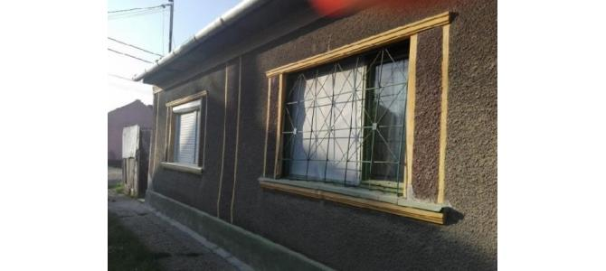 Casa 2 camere, singur in curte in Oradea