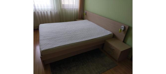 De vanzare pat dormitor + saltea si set de noptiere