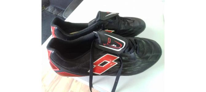 Adidasi football noi, marca LOTTO, marime 46.