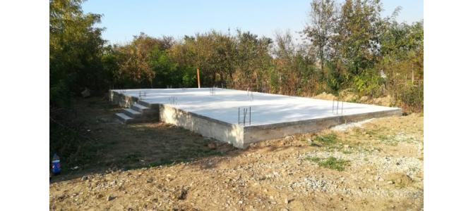 Vand teren cu fundatia facuta + proiect