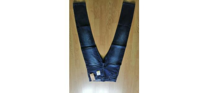 Pantaloni Blugi / Jeans Skinny fit, Efect de prespalat, Size 30(T 44), NOI