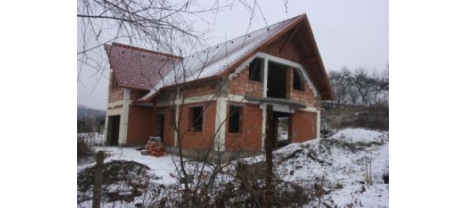 De vanzare casa in rosu Oradea, zona dealuri Oradea