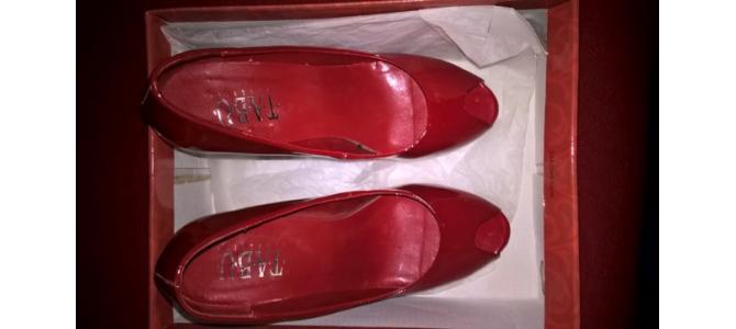 Pantofi cu toc dama (poze reale) /Pret 20 lei