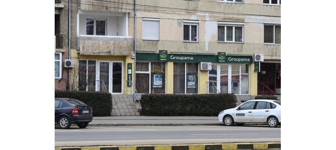 Proprietar Inchiriez Spatiu Comercial  52+29 mp pt B-dul Decebal in Oradea , vad comercial intens , vitrine mar
