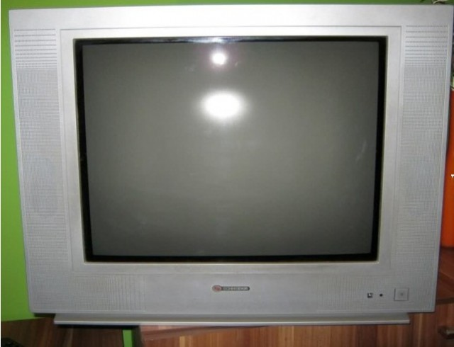 vand tv crt schneider 51cm diagonala stereo 160 ron 6989374 oradeahub. Black Bedroom Furniture Sets. Home Design Ideas